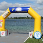 Das Zieltor nach 1,5km Schwimmen_28. Leipziger LVB Triathlon 2011