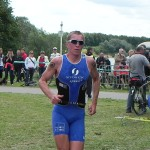 Der Fhrende Triathlet Ronny Dietz zu Beginn der 2. Laufrunde_28. Leipziger LVB Triathlon 2011