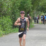 Triathlet Philipp Heinz, nur noch wenige Meter bis ins Ziel_28. Leipziger LVB Triathlon 2011