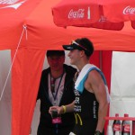 Triathlet Philipp Heinz im Ziel, Zeit: 2:09:23_28. Leipziger LVB Triathlon 2011