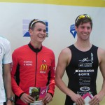 Triathlet Philipp Heinz und 9. Platz Sebastian Pflger bei der Siegerehrung