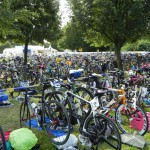 Eine Menge Bikes im Wechselgarten_28. Leipziger LVB Triathlon 2011