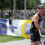Triathlet Phillip Heinz, nach dem 1. Wechsel vom Schwimmen aufs Rad_28. Leipziger LVB Triathlon 2011