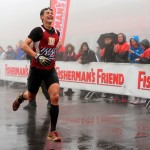 Der Zieleinlauf, nach fast 22km und 30 Hindernissen kommt Triathlet Philipp Heinz als Vierter ins Ziel_6. Strongman Run am 05.05.2012 auf dem Nrburgring